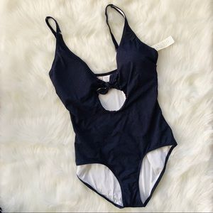 🌟Adorable cut out one piece swimsuit!🌟